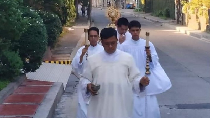 Blessed Sacrament carried through Barangay Mariana